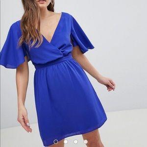 💙NWT💙 ASOS Cape/Flutter Sleeve Dress
